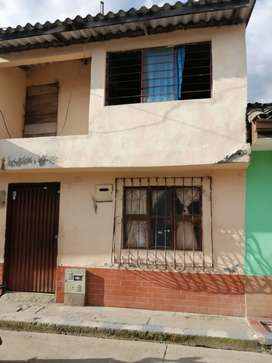 Casa de dos pisos, barrio Alfonso López