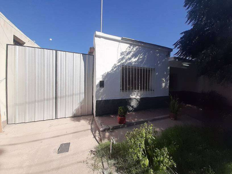 Casa en Alquiler!! 3 DORMITORIOS, RODEO DEL MEDIO. 0