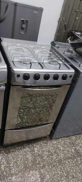 Cocinas de horno con la tubería nueva