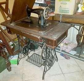 Maquina de coser singer original mueble en roble pie de hierro en buen estado