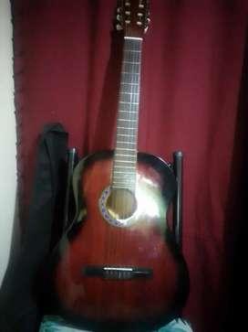 Guitarra criolla semi nueva con funda