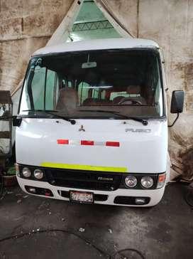 Mitsubishi Fuso rosa 2011 NO ES Hyundai county Toyota huevito rosa CUSTER ómnibus bus mercedes Benz jac transporte