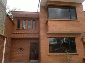 Vendo casa en condominio en Azogues sector Charasol