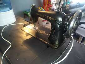 Máquina de cocer antigua SINGER