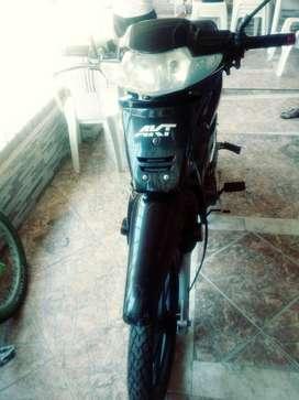 Se vende moto akt110