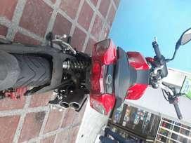 Vendo moto en pasto