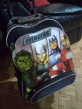 Mochila Avengers impecable carrito