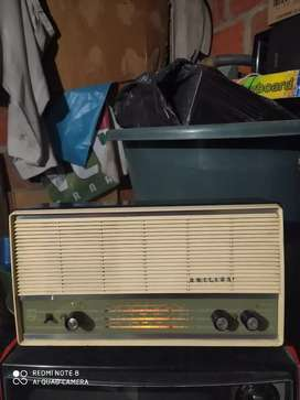 Radio antiguo de tubos philips