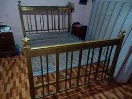 Vendo o permuto cama de bronce antigua excelente estado