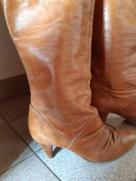 Vendo botas de cuero.