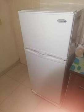 OFERTA. PRECIO NEGOCIABLE. Remato refrigeradora INRESA 219 lt