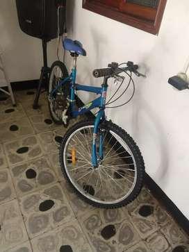 Bicicleta y vitrina de calefacción