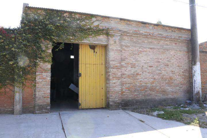 Independencia y Pasaje Gauna, Villa Alem, Galpón funcional  de 170m2 con entrada de camión 0
