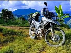 Vendo moto en buen estado, llanta delantera y rodamiento  nuevos.