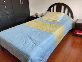 Linda cama sencilla y tocador