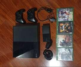Xbox One, incluye 4 juegos, audífonos y 2 controles