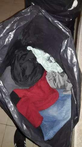 Bolson de ropa masculina.