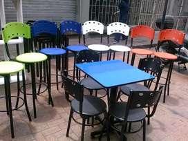 Mesas y sillas en para negocio