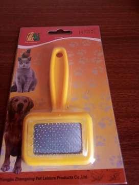Cepillo amarillo de pelaje para mascotas