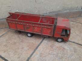 Camión a Escala de Metal