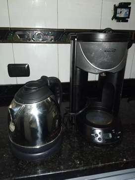 Hervidor de agua y cafetera.