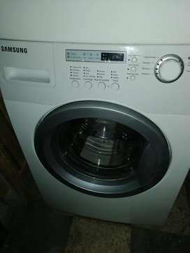 Lavadora y secadora torre Samsung de 36 libras nuevos de exhibición