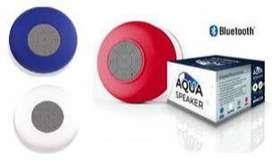 Speaker Aqua Bluetooth. Material: caucho con chupa, resistente al agua, 3W. Tiempo de carga: 2 a 3 horas. Tiempo de func