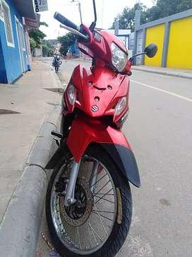 Vendo moto viva R en buen estado