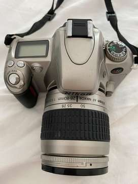 Cámara Nikon N55 con lente 28-80mm f3.3-5.6G