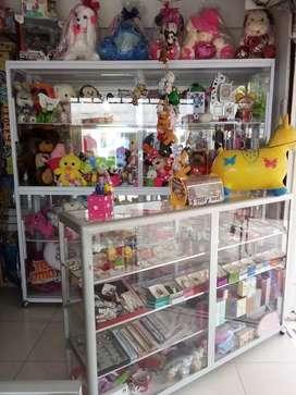Se vende montaje de piñateria ,miselania y se arrienda el local por si le interesa