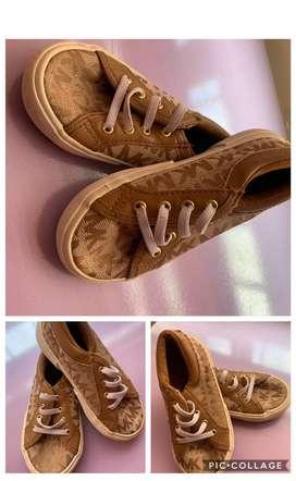 Zapatos de niña MK