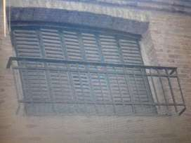Balcon de hierro macizo con artistica.