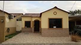 Alquilo casa de una planta, 3 dormitorios, urbanizacion villa club etapa doral