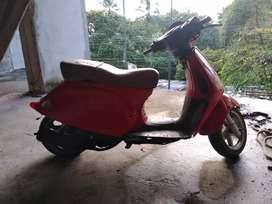 Moto tipo scooter