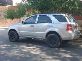 OPORTUNIDAD -LIQUIDO! Camioneta KIa Sorento 2.5 Turbo Diesel 4x4 (170hp)