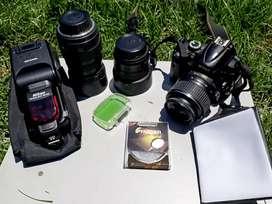 Cámara Nikon D5000 + lentes + flash