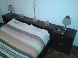 Vendo Jgo de dormitorio usado respaldo baulera mesitas luz cómoda.