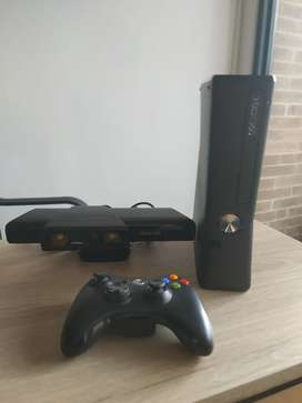 Vendo Xbox 360 Slim con kinect y 13 juegos originales, 2 controles