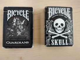 Cartas bicycle Skull y Guardians.
