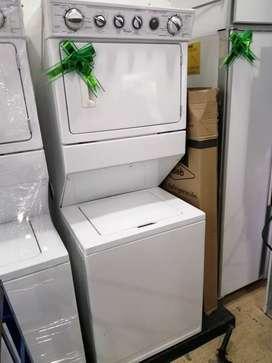 Centro de lavado marca whirlpool eléctrica a 220 voltios