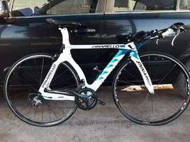 Vendo Bici completa contrarreloj y triatlón full carbono, recibo permuta en parte de pago.