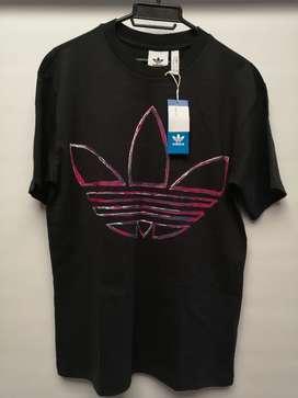 Vendo camiseta adidas original y nueva