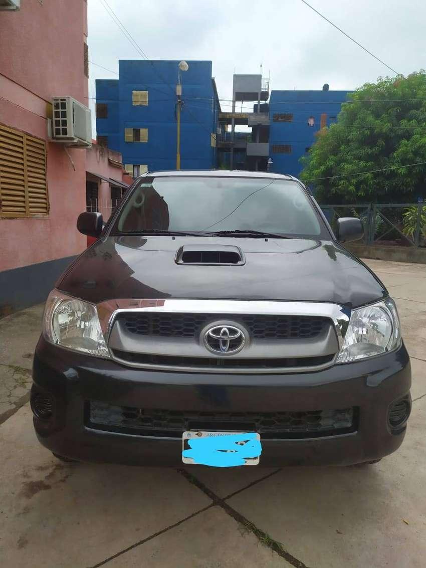 VENDO HILUX SR 2010 0