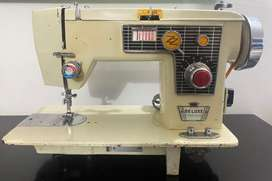 Maquina de Coser Triumph Deluxe