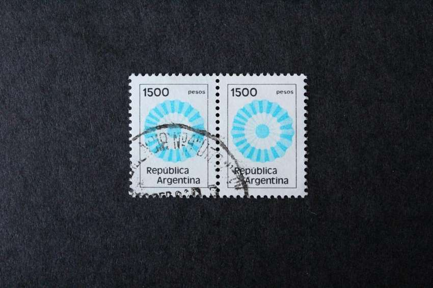 BLOCK 2 ESTAMPILLAS ARGENTINA, 1981, ESCARAPELA, VALOR FACIAL  1500.- USADAS 0