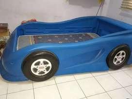 Cama de carro (juguetón - plastico)
