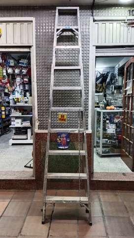 Escalera en Aluminio tipo Tijera de 10 Pasos / 140 Kg