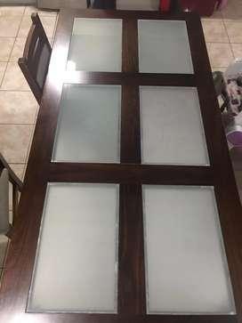 Mesa con vidrio y 6 sillas