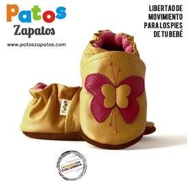 Zapatos para bebes empiezan caminar. Mariposa