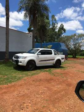 VENDO HILUX 2015 AT 4X4 limited